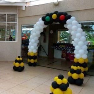 оформление шарами в стиле дорожного движения